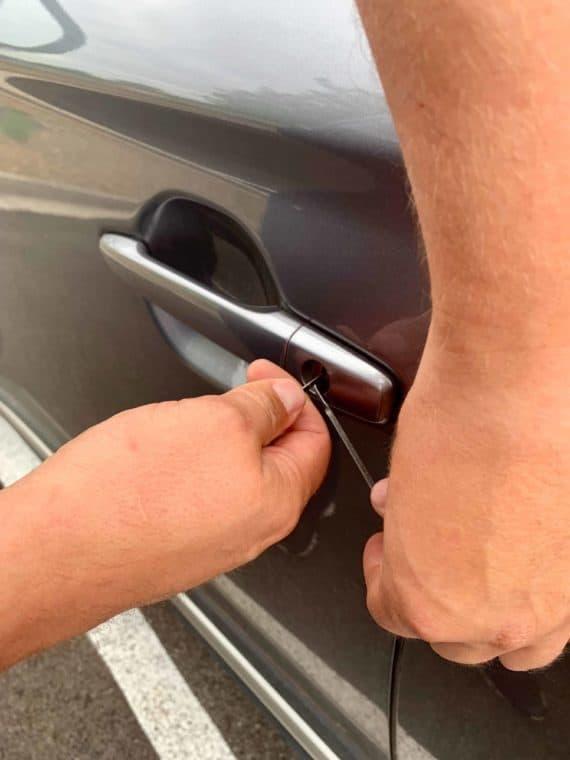 roadside assistance, Roadside assistance Locksmith Services